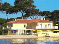 lido-beach-hyeres with booking.com